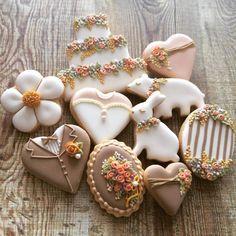 Garden Wedding Cookies - flowers, soft brown, critters - EmilyBaking via Cookie Connection Fancy Cookies, Iced Cookies, Cute Cookies, Easter Cookies, Royal Icing Cookies, Cookies Et Biscuits, Cupcake Cookies, Sugar Cookies, Cupcakes