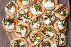 Pizzette con ricotta melanzane grigliate e menta