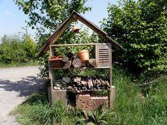 Maison des insectes dans le Parc de Sainte-Croix en Moselle. (photo CK)   Comment fabriquer ces maisons ?  explications sur ce site  http://www.terrevivante.org/237-construire-un-hotel-a-inscetes.htm