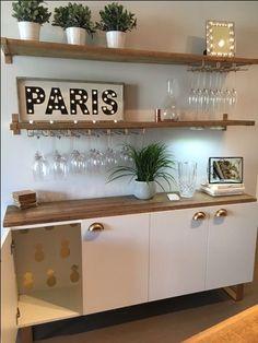 DIY bar statement bar location bar kitchen wine glass shelf wood and gold gold Do it yourself decoration Diy Bar, Bar Table Diy, Diy Dining Table, Wood Table, Rustic Table, Bar Tables, Dining Rooms, Dining Room Storage, Dining Room Bar