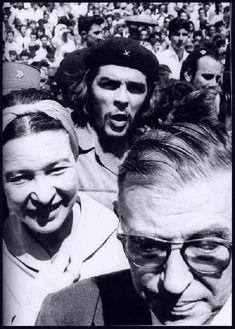 Os filósofos franceses Simone de Beauvoir e Jean-Paul Sartre encontram, nas ruas de Havana, o líder da Revolução Cubana, Che Guevara, fotografados em fevereiro de 1960 por Alberto Korda.  Veja também:  http://semioticas1.blogspot.com.br/2015/07/mulheres-de-korda.html