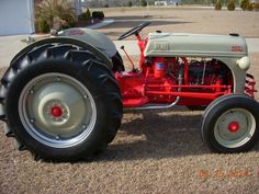FORD 8N Antique Tractors, Vintage Tractors, Vintage Farm, Vintage Tools, 8n Ford Tractor, Utility Tractor, 911 Photos, Tractor Pictures, C10 Chevy Truck