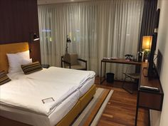 """Ameron #Hotel Speicherstadt #Hamburg. Was kann schon passieren, wenn die Begrüßung in der Lobby das Wort """"Upgrade"""" enthält? Weiträumig, sauber, toplage. Bestes Frühstück!"""