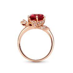 石を優しく包み込むリボンが愛らしいデザイン。ポイントで散りばめたメレダイヤが、大人の女性らしいエレガントさを感じさせます。 ※こちらはお客さまのオーダーメイドジュエリーです。