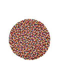 Tanskalaisen karamellien mukaan nimetty värikäs ja leikkisä Pinocchio-matto koostuu käsin huovutetuista ja nauhaan pujotetuista huopapalloista. Matot on tehty k...