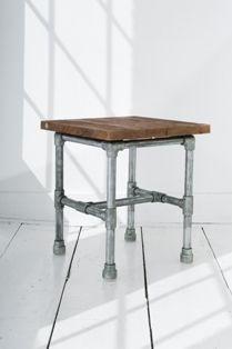 Steigerbuis, stoere tafels dressoirs en krukjes