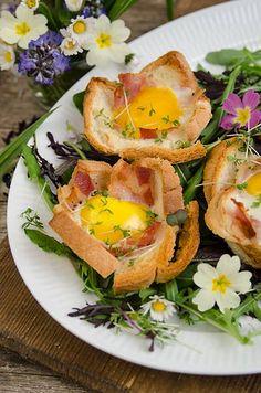 Toast-Nester mit Ei und Bacon