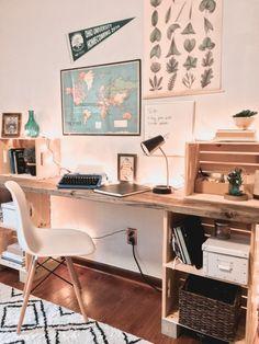 gorgeous 44 Inexpensive Diy Desk Design Ideas For Your Best Home Inspiration Diy Wood Desk, Rustic Desk, Diy Desk, Wooden Crates Desk, Home Office Decor, Diy Home Decor, Crate Desk, Desk Inspo, Built In Desk