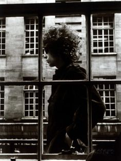 The One and Only Bob Dylan Walking Past a Shop Window in London, 1966 Photographic Print - by AllPosters. Rock N Roll, Rockabilly, Bob Dylan Poster, Billy The Kid, Divas, Window Poster, Joan Baez, New Wave, Portraits