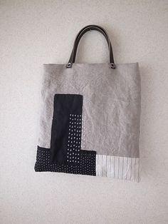 NUR FOTO Sashiko - inspiration - making a pattern with patchwork and stitched shapes Sashiko Embroidery, Japanese Embroidery, Embroidery Kits, Embroidery Stitches, Embroidery Scissors, Patchwork Bags, Quilted Bag, Diy Sac, Japanese Textiles