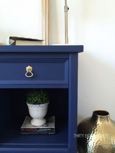 Modern Painted Nightstands With Country Chic Paint - Diy Furniture Teens Ideen Painted Furniture For Sale, Painted Bedroom Furniture, Colorful Furniture, Modern Furniture, Bedroom Decor, Diy Furniture Projects, Repurposed Furniture, Furniture Makeover, Furniture Refinishing