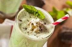 Minty Maca – A Mint-Chocolate Chip Supergreen Shake