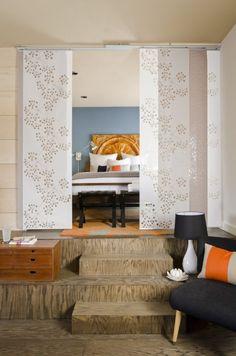 Raumteiler Schlafzimmer Schiebevorhang Weiß Blumenmotive
