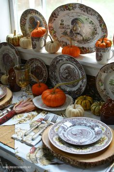 Thanksgiving turkey plate vignette | homeiswheretheboatis.net #Thanksgiving #turkey #tablescape #transferware