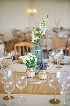 Detalhes design mesas e decoração floral Casamento rústico Campestre no Alentejo por Foto de Sonho   Table decor details styling in countryside rustic Portugal wedding