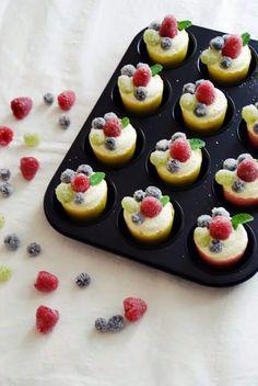 Geeiste Früchte Cupcakes. Rezept auf unserem Blog www.schuerzenfraeulein.blogspot.com Pudding, Cupcakes, Sweets, Desserts, Blog, Ice, Backen, Food Recipes, Sweet Pastries