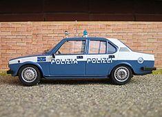 Un modellino in scala di un Alfetta appartenente al Corpo di Polizia