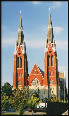 Sweetest Heart of Mary Roman Catholic Church, Detroit Mi. right next to South Central DHS Cathedral Basilica, Cathedral Church, Church Architecture, Religious Architecture, Old Churches, Catholic Churches, Art Roman, Detroit History, Church Pictures