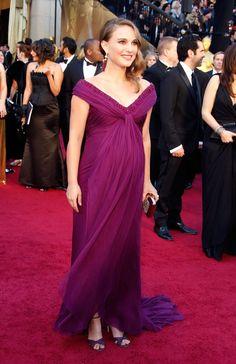 En Rodarte, Natalie Portman est la preuve vivante que l'on peut faire la course à l'Oscar enceinte. (Hollywood, le 27 février 2011.)