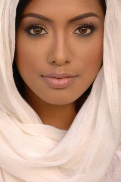 Natural makeup for dark skin tones. Beautiful Eyes, Simply Beautiful, Beautiful People, Beautiful Women, Naturally Beautiful, Absolutely Stunning, Beautiful Pictures, Beauty Makeup, Hair Makeup