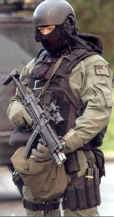 Australian SASR - Rgrips.com Military Gear, Military Police, Military Weapons, Military Equipment, Military History, Australian Special Forces, Los Primates, Military Special Forces, Future Soldier