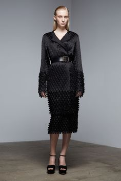 Donna Karan Pre-Fall Collection 2015 - http://www.bestfashionweek.com/news/donna-karan-pre-fall-collection-2015.html - Tuesday at the Donna Karan International headquarters on 10th Avenue, the custom was abuzz with power, greeting writers warmly and dragging hangers down the flying cabinets coating the room for the pacing models to try. In a year that noted the 30th wedding of her company, the pre-fall...