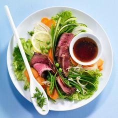 Découvrez la recette salade de bœuf aux légumes primeurs sur cuisineactuelle.fr.