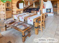 Massivholzmöbel aus rustikaler Eiche, mit Schmiedeeisenbeschläge
