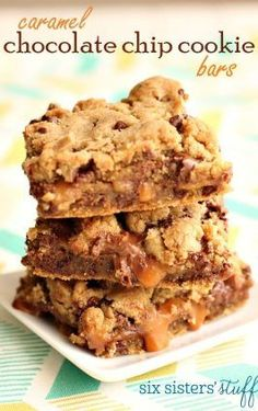 Caramel Chocolate Chip Cookie Bars – Six Sisters' Stuff Turned out great. Reduce bake time by 2 minutes Caramel Chocolate Chip Cookies, Chocolate Caramels, Chocolate Bars, Chocolate Muffins, Chocolate Chips, Cookie Recipes, Dessert Recipes, Bar Recipes, Family Recipes