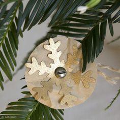 DIY : Fabriquer des décorations flocons en papier Scrapbooking, Navidad Diy, Decoration, Christmas Ornaments, Holiday Decor, Home Decor, Paper Cups, Paper Snowflakes, Manualidades