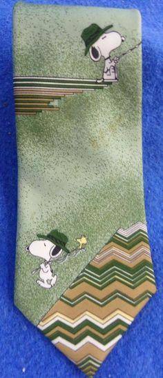 """Snoopy (Peanuts) Wemlon by Wembley Green Tie """"Snoopy & Woodstock Fishing"""" #Tie #Peanuts #PeanutsGang #Snoopy #Woodstock #fishing #Wembley ##mensfashion #eBay"""