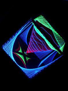 """3D String Art Deko Würfel """"Tunnel View"""" http://schwarzlicht.de/49400582.html #blacklight #schwarzlicht #stringart #cube #deco"""