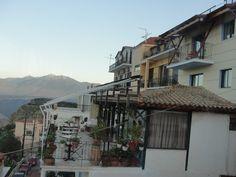 #magiaswiat #delfy #podróż #zwiedzanie #grecja #blog #europa  #obrazy #figury #twierdza #kosciol #morze #miasto #zabytki #muzeum #teatr #wyrocznia #marmari Street View, Blog, Europe, Blogging