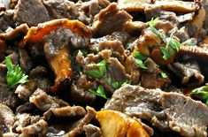 Our fave comfort food: egg noodles and sirloin steak bathed in a silky sour cream & mushroom sauce. (Plus 2 ingredients we bet you never thought of. Best Beef Stroganoff, Stroganoff Recipe, Creamed Mushrooms, Stuffed Mushrooms, Beef Recipes, Cooking Recipes, Yummy Recipes, Norwegian Food, Norwegian Recipes