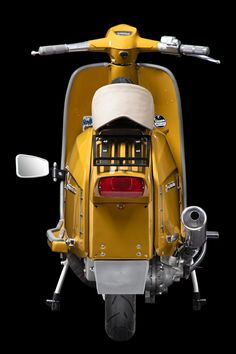 Retro Scooter, Lambretta Scooter, Scooter Girl, Vespa Scooters, Vespa 300, Classic Vespa, Italian Scooter, Super 4, Motor Scooters