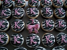 zebra cupcakes... wish I seen these before.. my daughter would have LOVED for her Bday