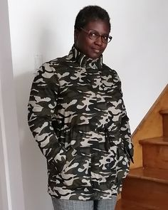 Photo by Mafa on April 10, 2020. Anorak Jacket, April 10, Jacket Pattern, Camo, High Neck Dress, Stylish, Jackets, Dresses, Fashion