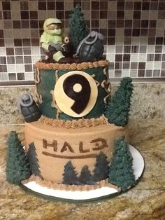 Halo Reach Xbox 360 inspired cake. Everything is edible