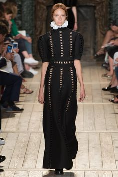 Valentino Fall 2016 Couture Collection Photos - Vogue - inspired by the renaissance