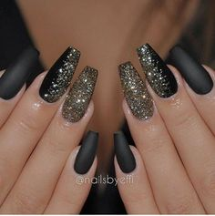 25 Stylish black gel nail designs to decorate your nails | All in One Guide | Page 18
