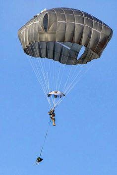 Paratrooper training with new T-11'chutes at Fort Bragg