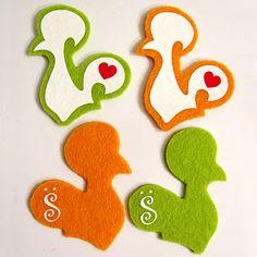 Pins/ bottons artesanais com o Galo de Barcelos feitos em feltro. Retirado de: http://atelierdatruska.blogspot.com/