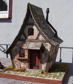 1:12 Scale Dollhouse by Karin Caspar.