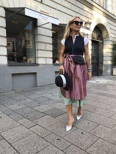 Mode Statements, Advanced Style, Old Women, Preppy, Fall Outfits, Midi Skirt, Zara, Women's Fashion, Skirts