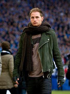Football challenge day 5 Favourite defender: Benedikt Höwedes :) Unser Abwehrchef halt :) Bene muss man einfach gern haben!
