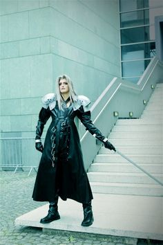 Wow! The best Sephiroth (Final Fantasy 7) cosplay I've ever seen