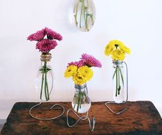 DIY Light Bulb Vase Turn your old light bulbs into charming flower vases! A great upcycle project. And perfect for Mother's Day! Recycled Light Bulbs, Light Bulb Crafts, Light Bulb Vase, Flower Vases, Flowers, Diy Flower, Old Vases, Old Lights, Diy Inspiration