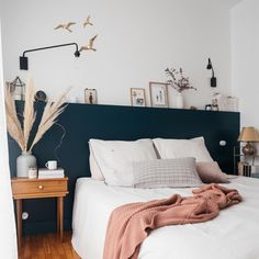 Zu Hause # 8 - unser Zimmer - Thalieandco - At home # 8 – notre chambre – Thalieandco Zu Hause # 8 – unser Zimmer – Thalieandco Home Bedroom, Room Decor Bedroom, Living Room Decor, Bedrooms, Home Interior, Interior Design, New Room, Cheap Home Decor, Home Decor Inspiration