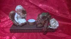 Centrotavola natalizio by le creazioni di milù euro 15.00. Piccolo centrotavola natalizio con struttura in legno. L'oggetto comprende: -Angioletto -Candela -composizione floreale con: rose oro, bacche rosse e fiocco.  Essendo un oggetto realizzato a mano bisogna tener conto del tempo di preparazione che può variare dai 3-7 giorni più tempo di spedizione.  CONTATTATEMI PER QUALSIASI INFORMAZIONE…  GRAZIE….