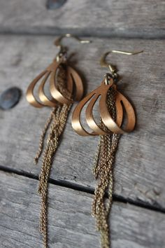 art deco devine             http://www.etsy.com/listing/80285333/vintage-brass-art-deco-tassle-earrings